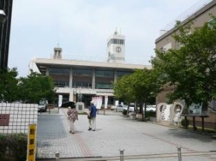 寝屋川市役所.jpg