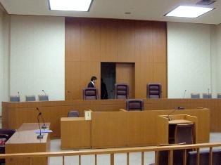法廷.jpg